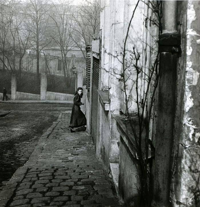 willy-ronis-rue-de-la-cloche-menilmontant-paris-1948